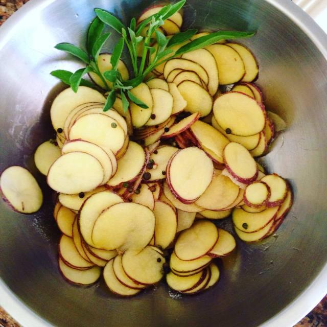 potatoe bake in slices in bowl